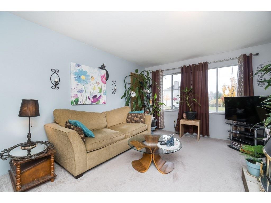 Photo 6: Photos: 9511 150 Street in Surrey: Fleetwood Tynehead House Duplex for sale : MLS®# R2415769