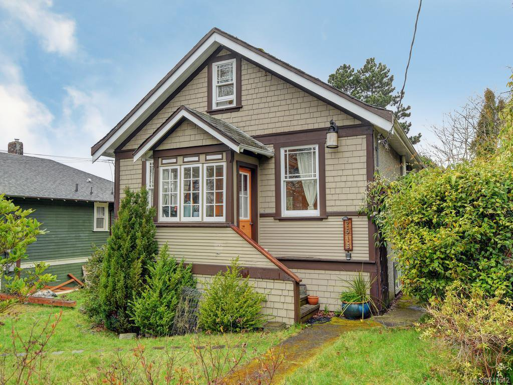 Main Photo: 2516 Belmont Ave in Victoria: Vi Oaklands Single Family Detached for sale : MLS®# 841512