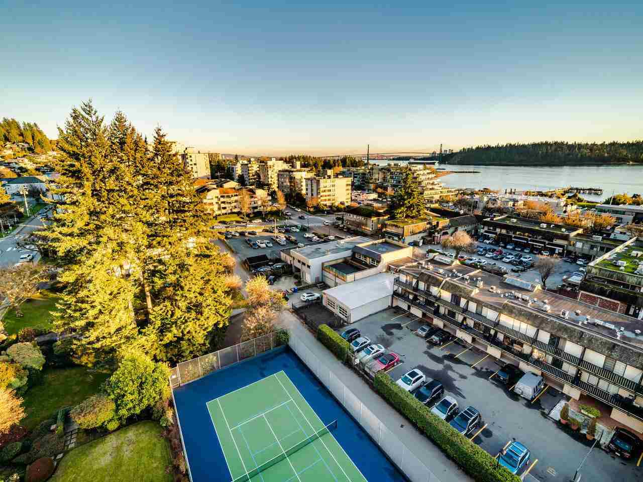 """Main Photo: 1104 1480 DUCHESS Avenue in West Vancouver: Ambleside Condo for sale in """"Westerlies"""" : MLS®# R2519533"""