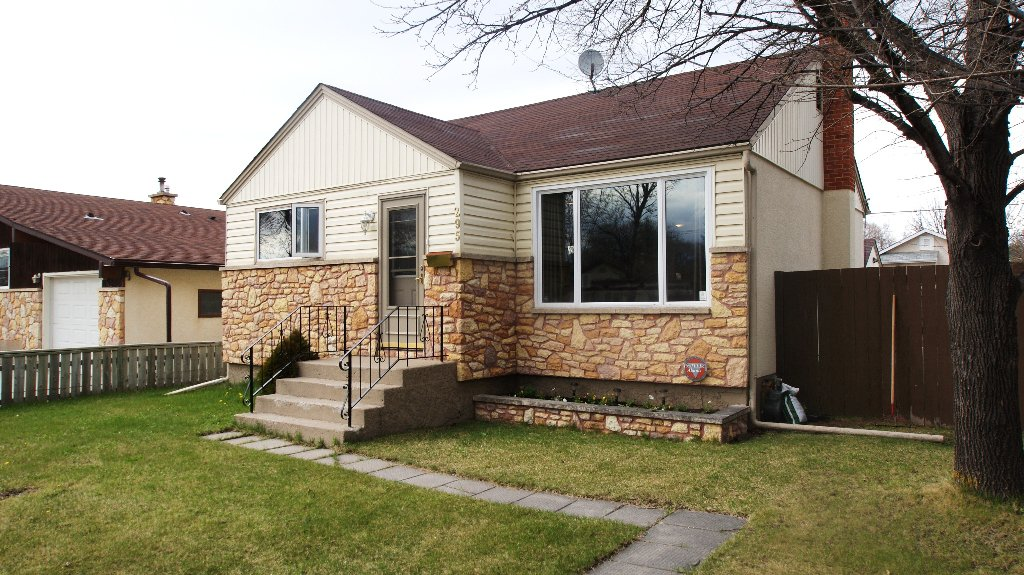 Main Photo: 295 Springfield in Winnipeg: Residential for sale (North West Winnipeg)  : MLS®# 1108604