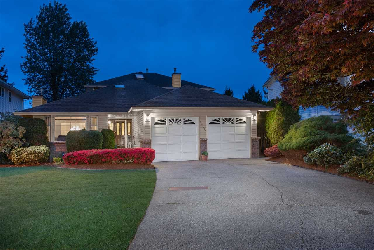 Main Photo: 19420 123 Avenue in Pitt Meadows: Mid Meadows House for sale : MLS®# R2454042