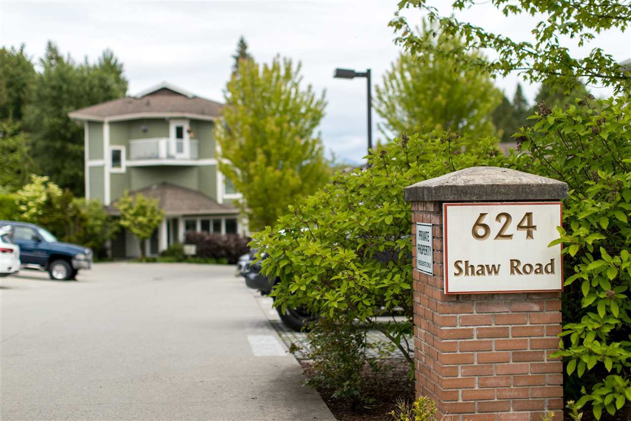 """Main Photo: 301 624 SHAW Road in Gibsons: Gibsons & Area Condo for sale in """"The Rosewood"""" (Sunshine Coast)  : MLS®# R2458197"""