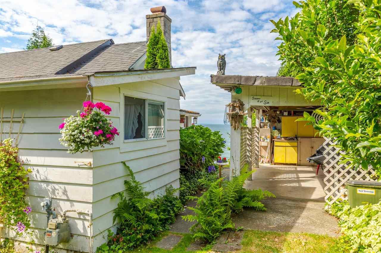 "Photo 19: Photos: 3223 BEACH Avenue: Roberts Creek House for sale in ""HEART OF ROBERTS CREEK"" (Sunshine Coast)  : MLS®# R2469113"