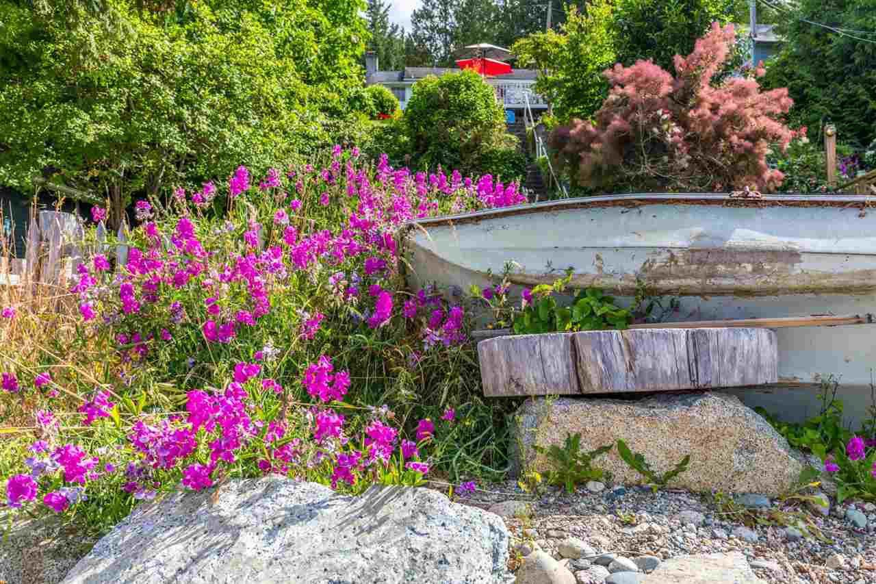 "Photo 16: Photos: 3223 BEACH Avenue: Roberts Creek House for sale in ""HEART OF ROBERTS CREEK"" (Sunshine Coast)  : MLS®# R2469113"