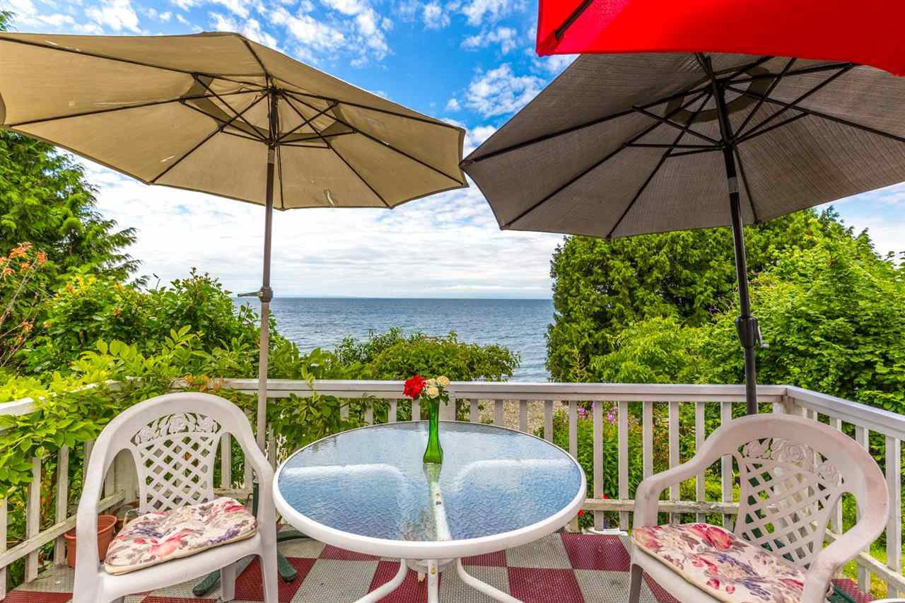 "Photo 6: Photos: 3223 BEACH Avenue: Roberts Creek House for sale in ""HEART OF ROBERTS CREEK"" (Sunshine Coast)  : MLS®# R2469113"
