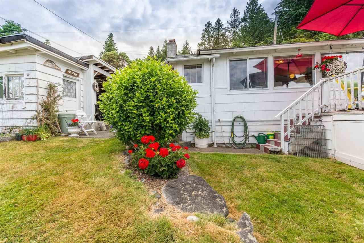 "Photo 2: Photos: 3223 BEACH Avenue: Roberts Creek House for sale in ""HEART OF ROBERTS CREEK"" (Sunshine Coast)  : MLS®# R2469113"