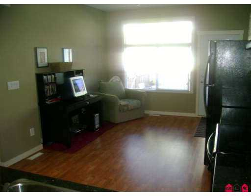 """Photo 8: Photos: 37 16588 FRASER Highway in Surrey: Fleetwood Tynehead Townhouse for sale in """"CASTLE PINES"""" : MLS®# F2723043"""