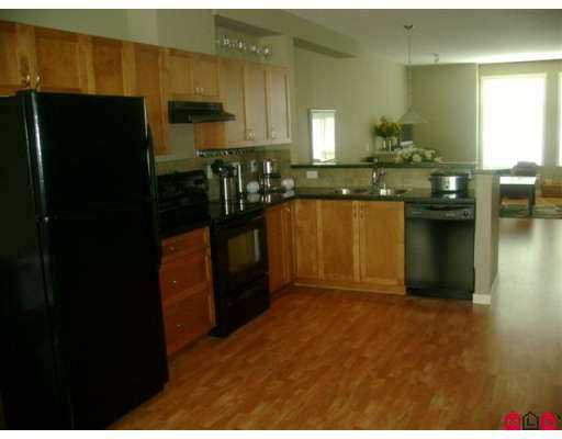 """Photo 6: Photos: 37 16588 FRASER Highway in Surrey: Fleetwood Tynehead Townhouse for sale in """"CASTLE PINES"""" : MLS®# F2723043"""