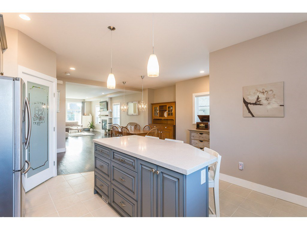 Photo 4: Photos: 34649 2ND Avenue in Abbotsford: Poplar House for sale : MLS®# R2419025