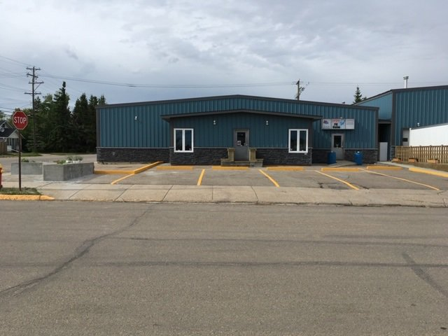 Main Photo: 5036 51 Ave: St. Paul Town Business with Property for sale : MLS®# E4173218