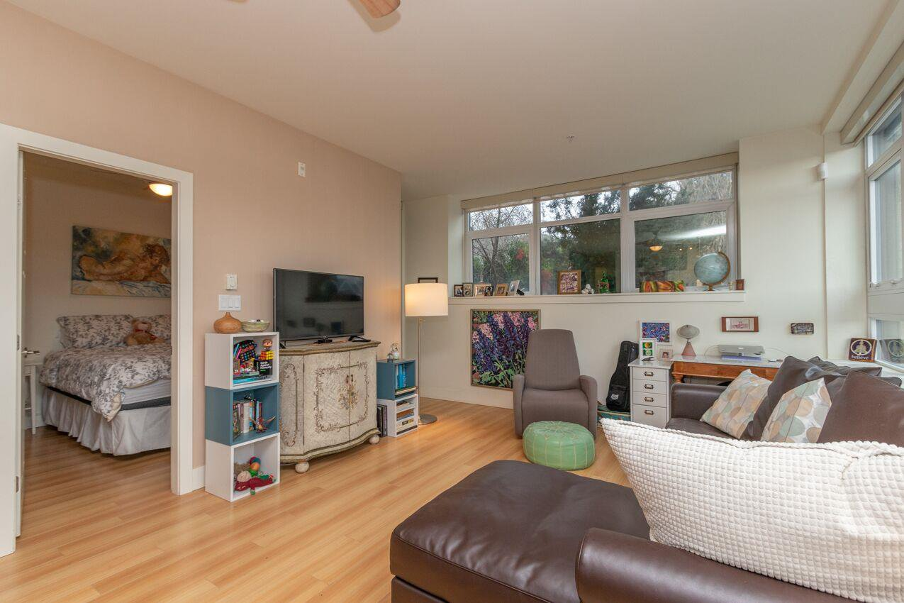 "Photo 12: Photos: 213 2250 COMMERCIAL Drive in Vancouver: Grandview Woodland Condo for sale in ""MARQUEE ON THE DRIVE"" (Vancouver East)  : MLS®# R2430676"