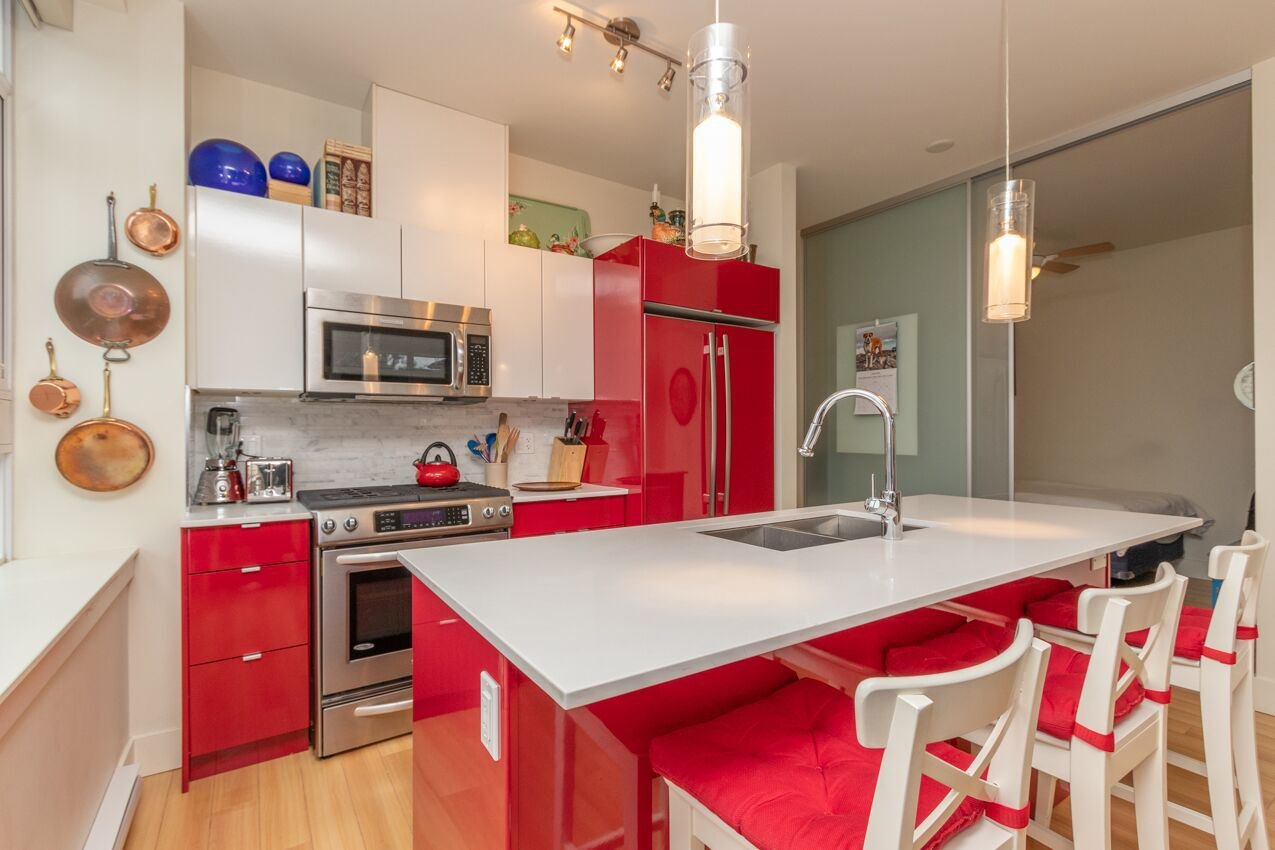 "Photo 9: Photos: 213 2250 COMMERCIAL Drive in Vancouver: Grandview Woodland Condo for sale in ""MARQUEE ON THE DRIVE"" (Vancouver East)  : MLS®# R2430676"