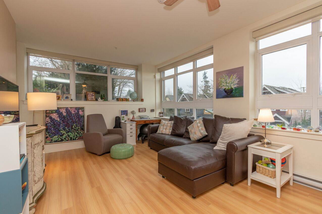 "Photo 4: Photos: 213 2250 COMMERCIAL Drive in Vancouver: Grandview Woodland Condo for sale in ""MARQUEE ON THE DRIVE"" (Vancouver East)  : MLS®# R2430676"