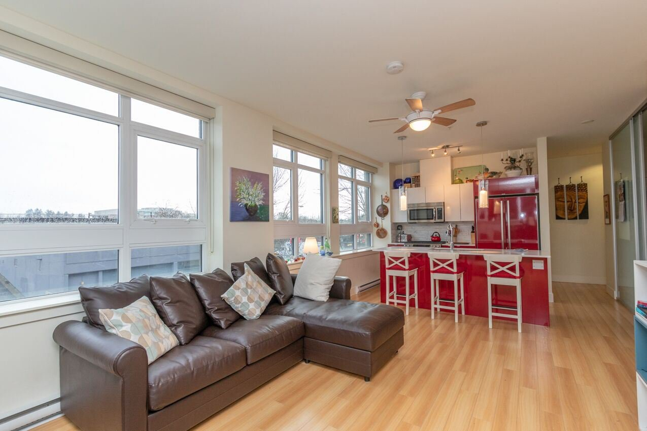 "Photo 13: Photos: 213 2250 COMMERCIAL Drive in Vancouver: Grandview Woodland Condo for sale in ""MARQUEE ON THE DRIVE"" (Vancouver East)  : MLS®# R2430676"