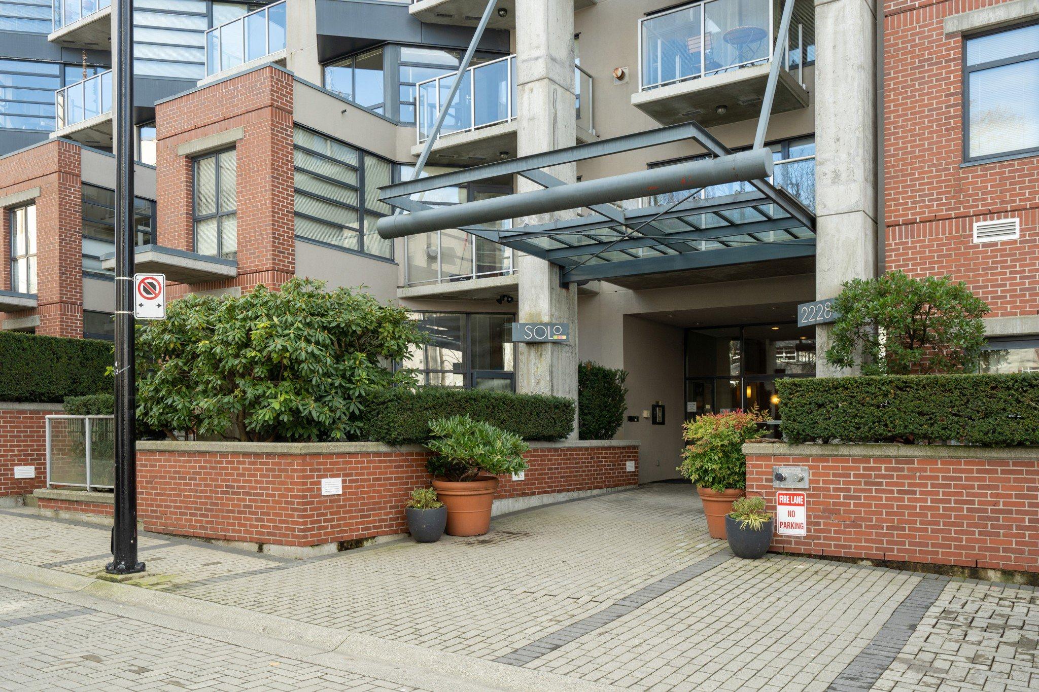 """Main Photo: 212 2228 MARSTRAND Avenue in Vancouver: Kitsilano Condo for sale in """"UNO"""" (Vancouver West)  : MLS®# R2437047"""