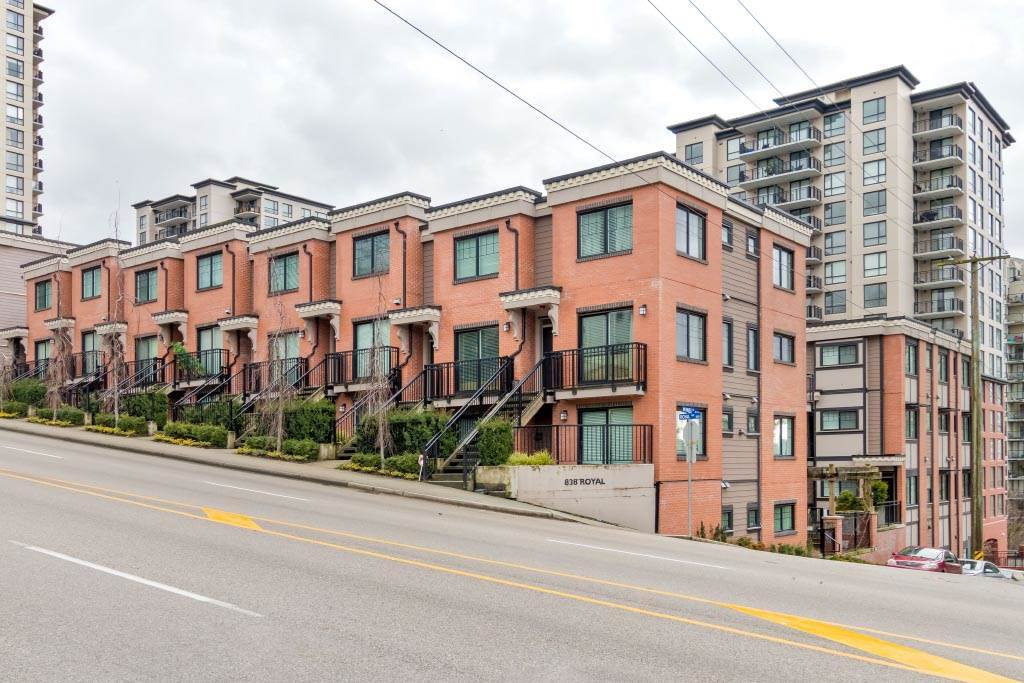 """Main Photo: 8 838 ROYAL Avenue in New Westminster: Downtown NW Townhouse for sale in """"BRICKSTONE WALK 2"""" : MLS®# R2501048"""