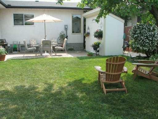Photo 4: Photos: 1 HADLEY Place in WINNIPEG: Fort Garry / Whyte Ridge / St Norbert Single Family Detached for sale (South Winnipeg)  : MLS®# 2706325