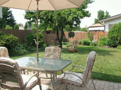 Photo 3: Photos: 1 HADLEY Place in WINNIPEG: Fort Garry / Whyte Ridge / St Norbert Single Family Detached for sale (South Winnipeg)  : MLS®# 2706325