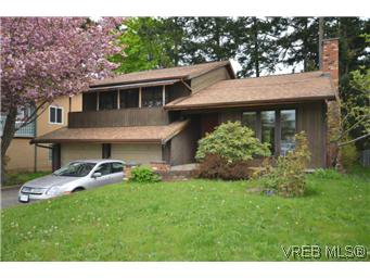 Main Photo: 4002 Dawnview Crescent in VICTORIA: SE Arbutus Residential for sale (Saanich East)  : MLS®# 298269