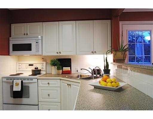 Photo 4: Photos: 5860 16A Avenue in Tsawwassen: Beach Grove House 1/2 Duplex for sale : MLS®# V687194