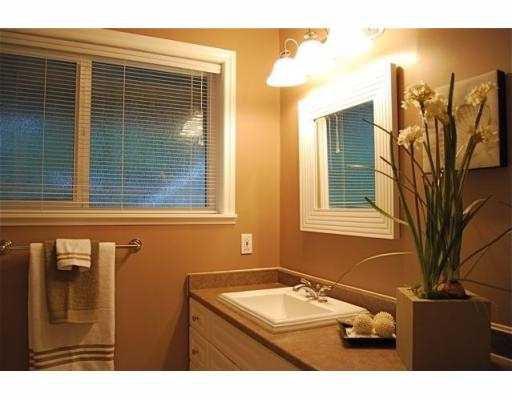 Photo 10: Photos: 5860 16A Avenue in Tsawwassen: Beach Grove House 1/2 Duplex for sale : MLS®# V687194