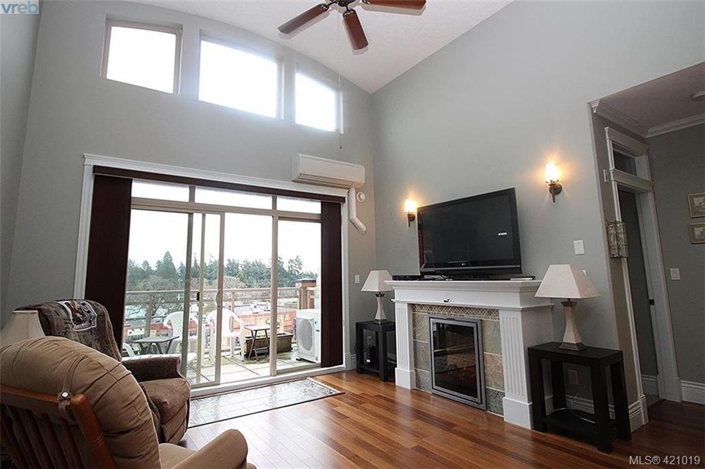 Main Photo: 409 755 Goldstream Ave in VICTORIA: La Langford Proper Condo for sale (Langford)  : MLS®# 833265