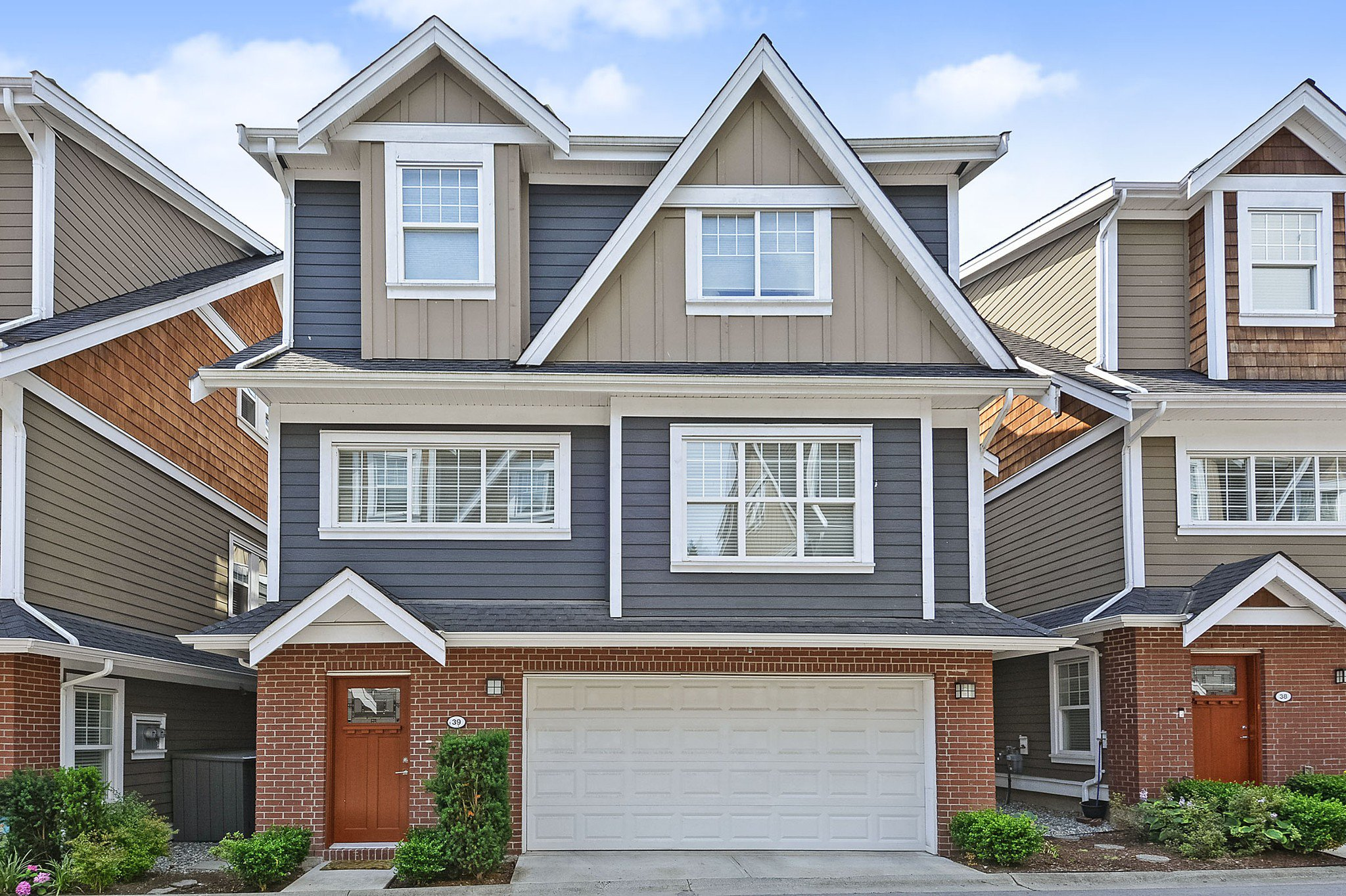 """Main Photo: 39 15988 32 Avenue in Surrey: Grandview Surrey Townhouse for sale in """"BLU"""" (South Surrey White Rock)  : MLS®# R2388879"""