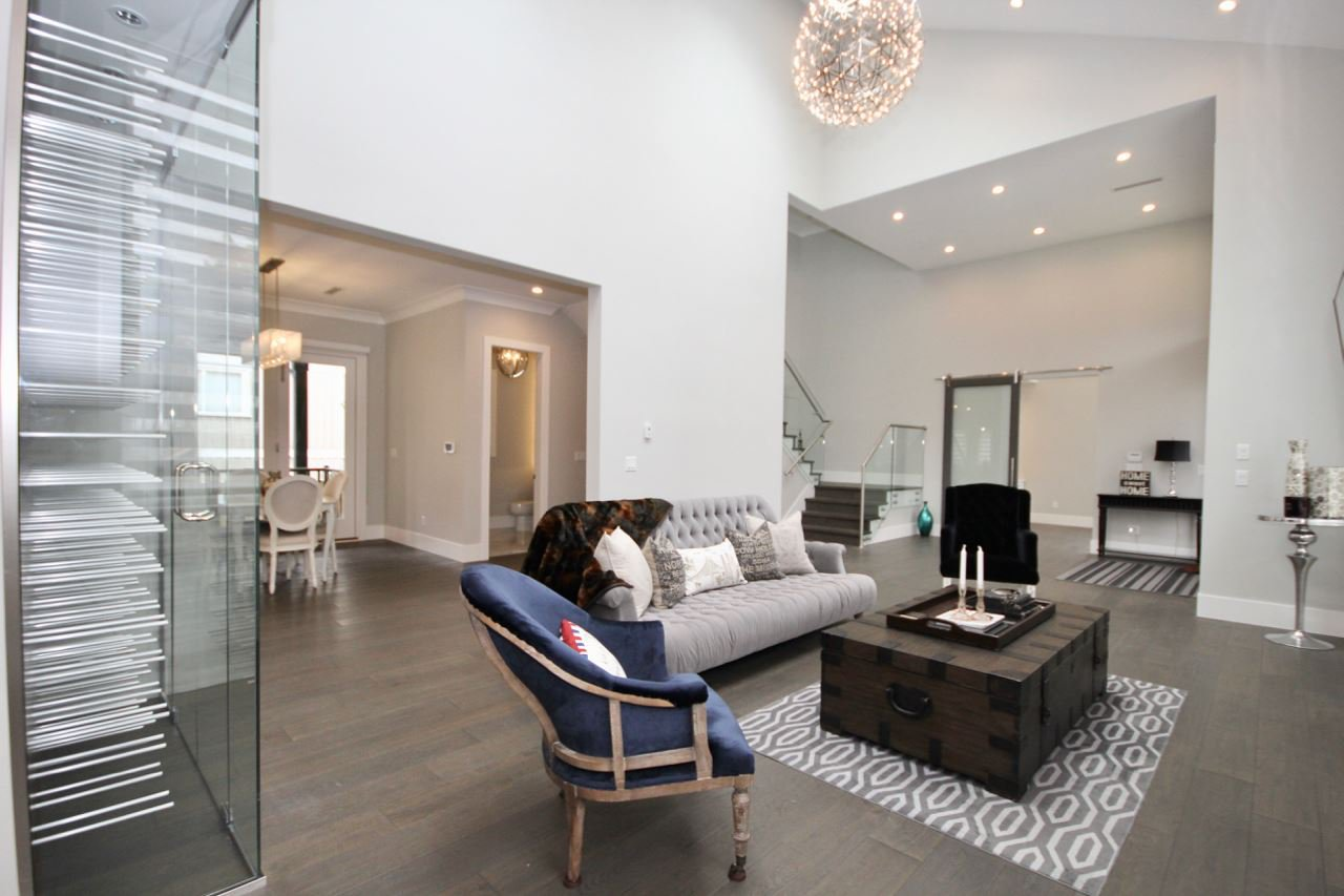 Main Photo: 5032 WALKER Avenue in Delta: Pebble Hill House for sale (Tsawwassen)  : MLS®# R2433027