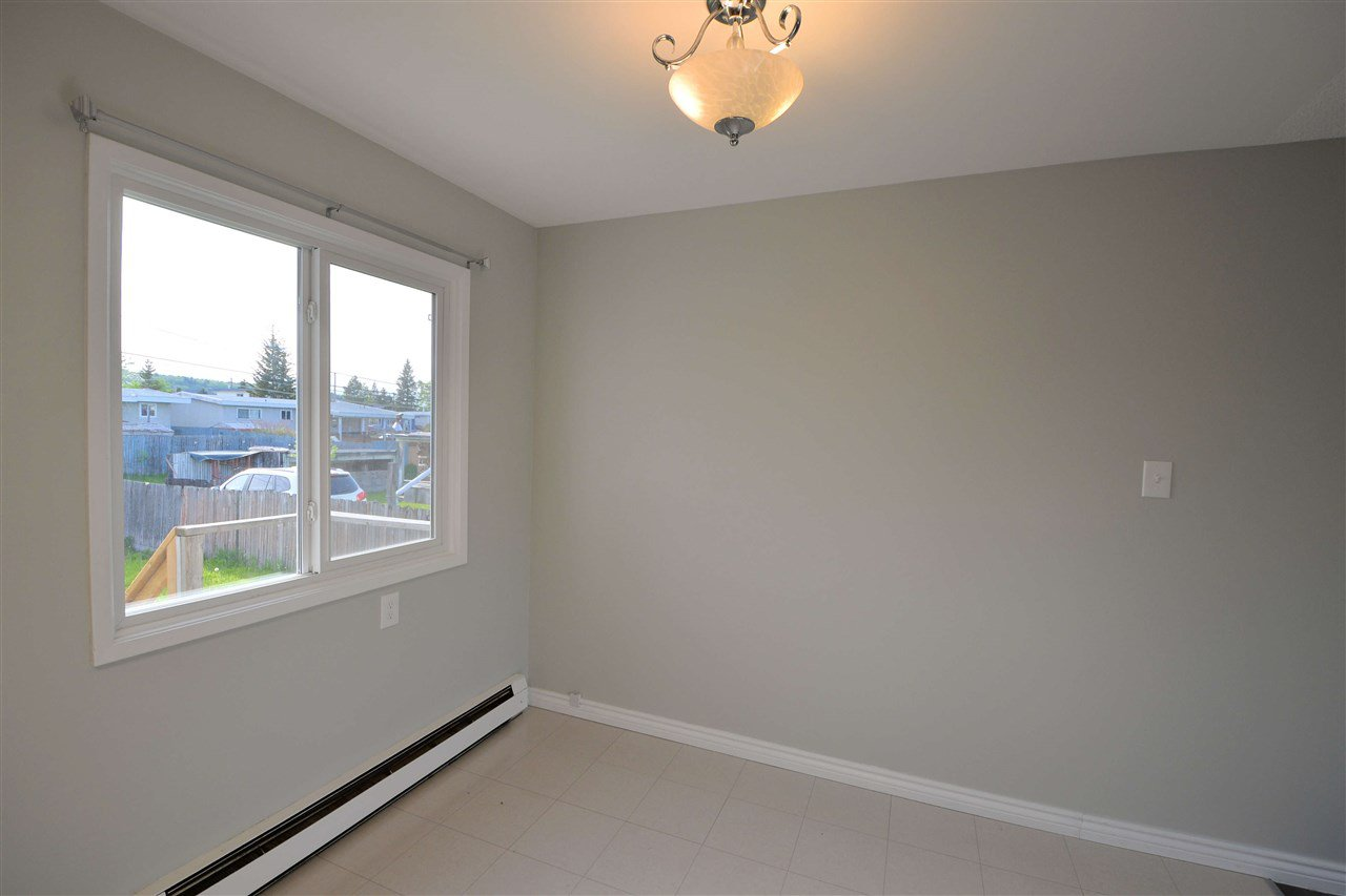 "Photo 4: Photos: 453 - 459 S PATTERSON Street in Prince George: Quinson House Duplex for sale in ""QUINSON"" (PG City West (Zone 71))  : MLS®# R2459838"