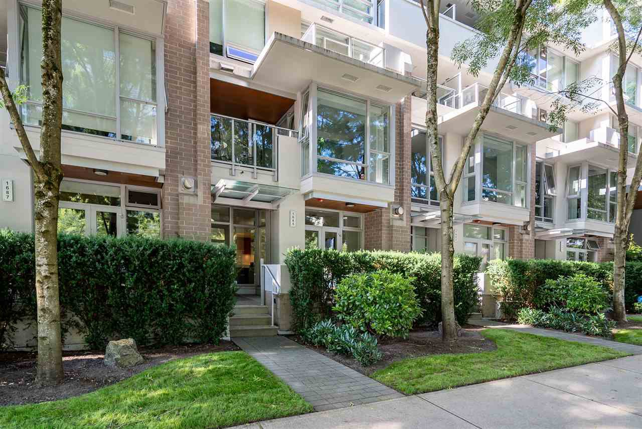 "Main Photo: 1685 W 8TH Avenue in Vancouver: Fairview VW Townhouse for sale in ""CAMERA"" (Vancouver West)  : MLS®# R2475264"