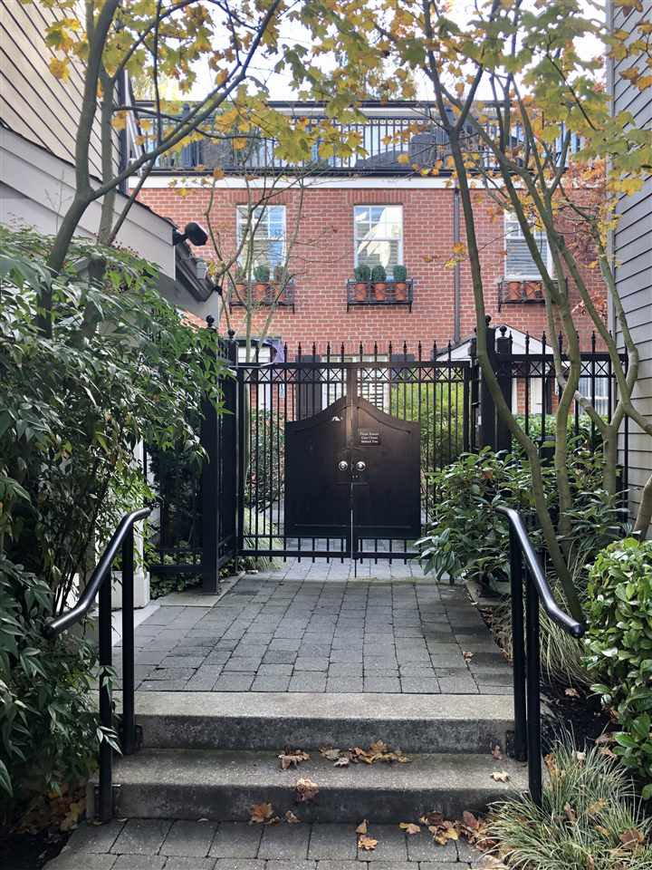 """Main Photo: 2134 W 8TH Avenue in Vancouver: Kitsilano Townhouse for sale in """"Hansdowne Row"""" (Vancouver West)  : MLS®# R2514186"""