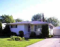 Main Photo: 22 CABOT Crescent in WINNIPEG: St Vital Single Family Detached for sale (South East Winnipeg)  : MLS®# 9908251