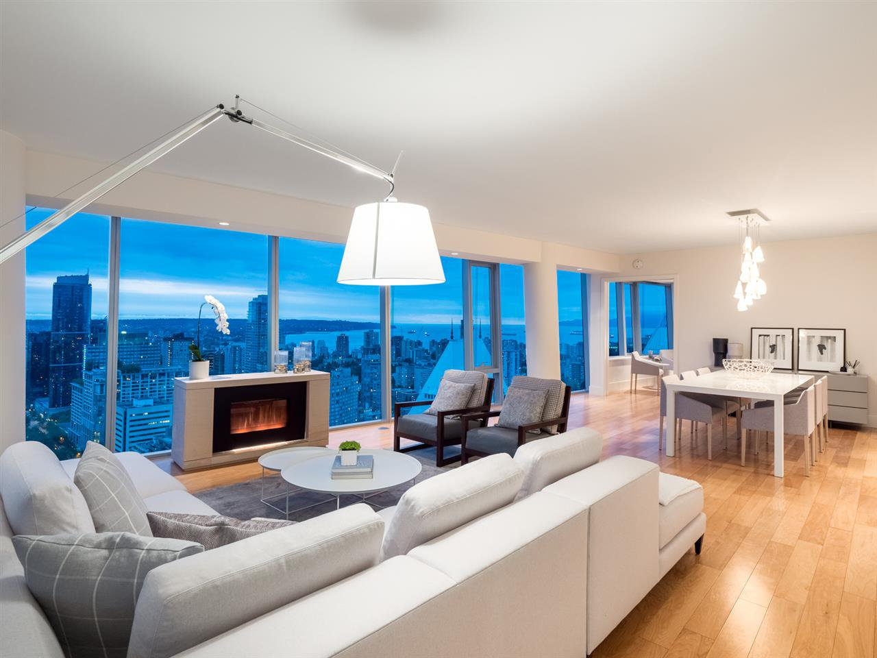 "Main Photo: 3605 667 HOWE Street in Vancouver: Downtown VW Condo for sale in ""Residences at Hotel Georgia"" (Vancouver West)  : MLS®# R2426826"