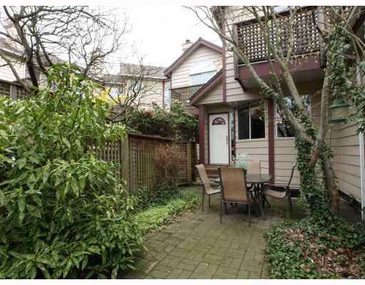 "Main Photo: 642 ST GEORGES Avenue in North_Vancouver: Lower Lonsdale Townhouse for sale in ""St.Georges Court"" (North Vancouver)  : MLS®# V762753"