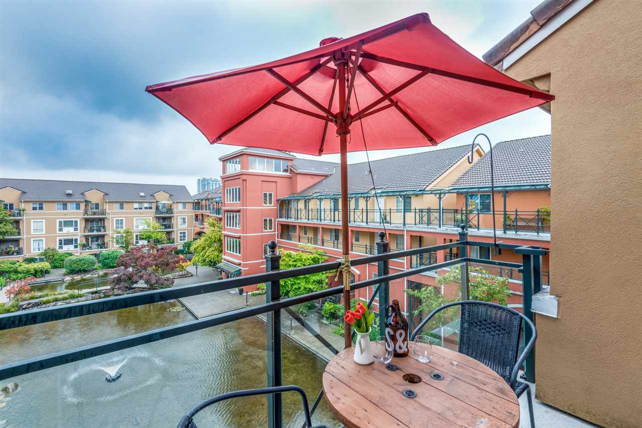 "Main Photo: 423 3 RIALTO Court in New Westminster: Quay Condo for sale in ""The Rialto"" : MLS®# R2408351"