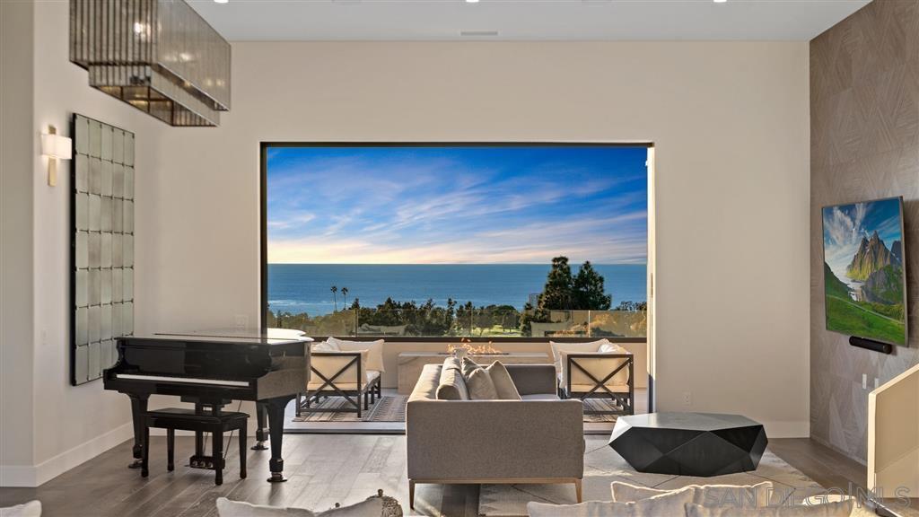 Main Photo: LA JOLLA House for sale : 6 bedrooms : 1631 Marisma Way