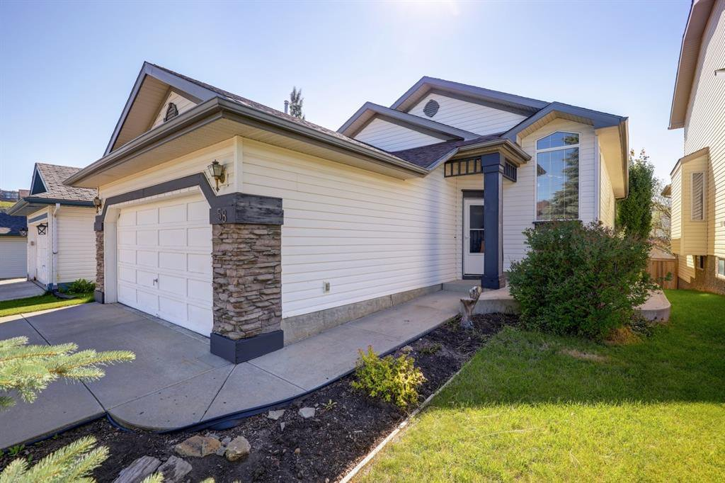 Main Photo: 58 HIDDEN VALLEY Park NW in Calgary: Hidden Valley Detached for sale : MLS®# A1018792