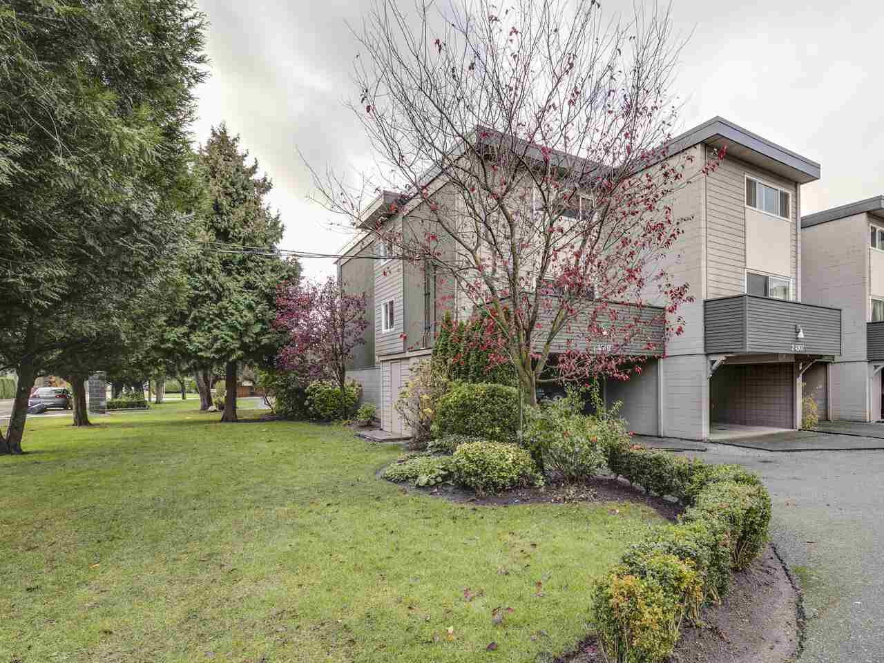 """Main Photo: 2 4907 57A Street in Delta: Hawthorne Townhouse for sale in """"HAWTHRONE"""" (Ladner)  : MLS®# R2525615"""