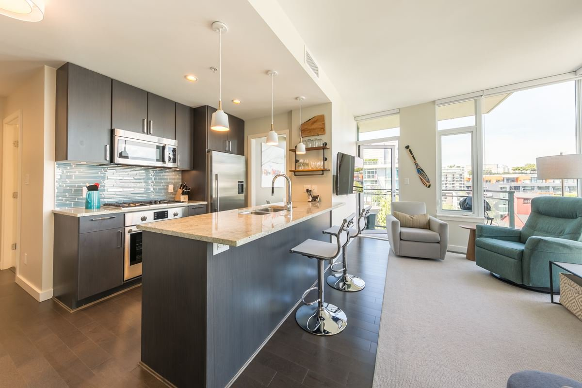 Main Photo: 908 38 W 1ST Avenue in Vancouver: False Creek Condo for sale (Vancouver West)  : MLS®# R2389824