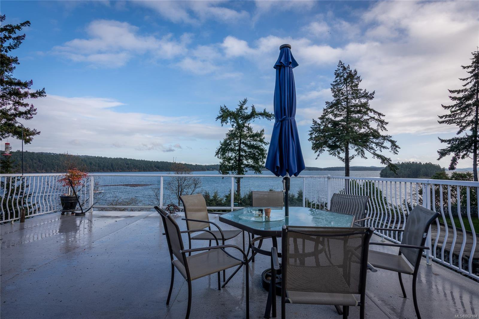 Main Photo: 1424 Seaspray Blvd in : Na Cedar House for sale (Nanaimo)  : MLS®# 862184