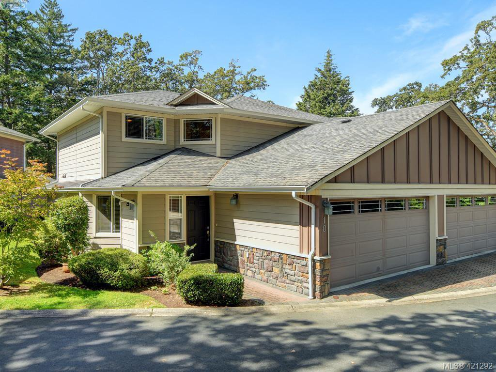 Main Photo: 10 830 Rogers Ave in VICTORIA: SE High Quadra Row/Townhouse for sale (Saanich East)  : MLS®# 833817