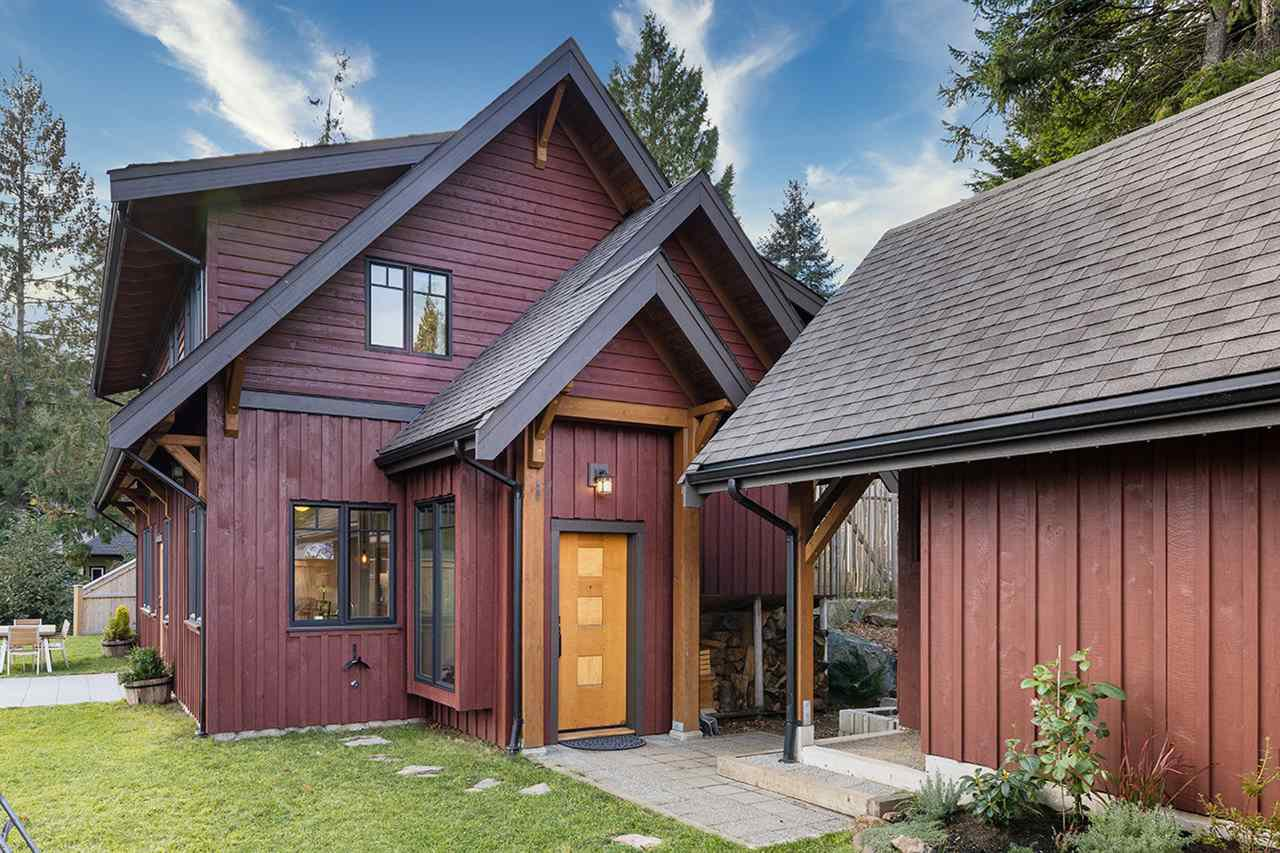 """Main Photo: 923 ELROND'S Court: Bowen Island House for sale in """"Cates Hill"""" : MLS®# R2511462"""
