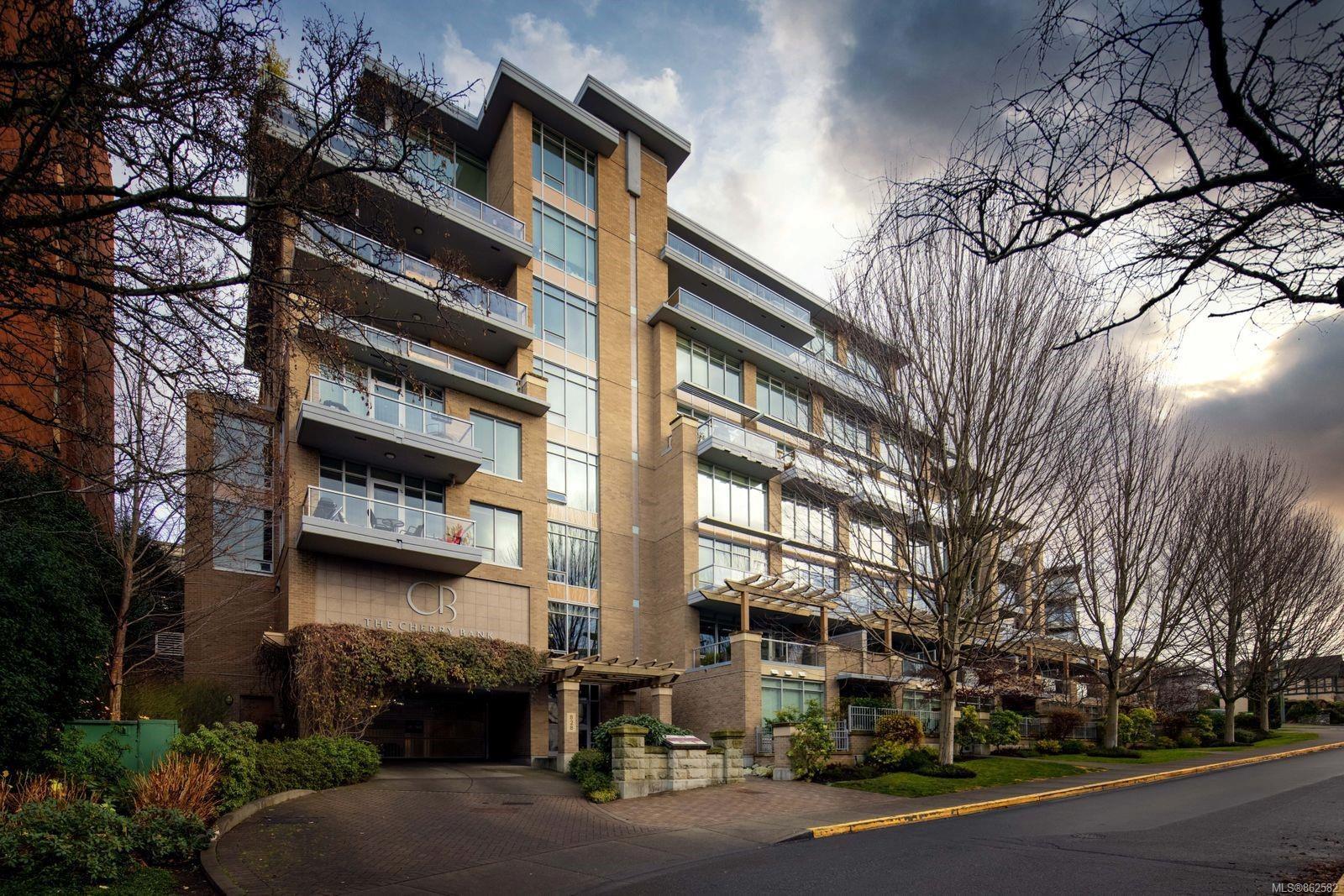 Main Photo: 702 828 Rupert Terr in : Vi Downtown Condo for sale (Victoria)  : MLS®# 862582