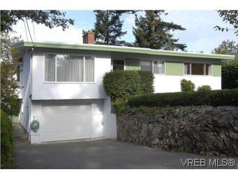 Main Photo: 2882 Wyndeatt Ave in VICTORIA: SW Gorge Single Family Detached for sale (Saanich West)  : MLS®# 516813