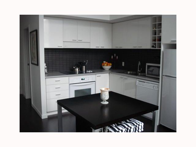 """Main Photo: 103 REGIMENT Square in Vancouver: Downtown VW Townhouse  in """"SPECTRUM 3"""" (Vancouver West)  : MLS®# V817637"""