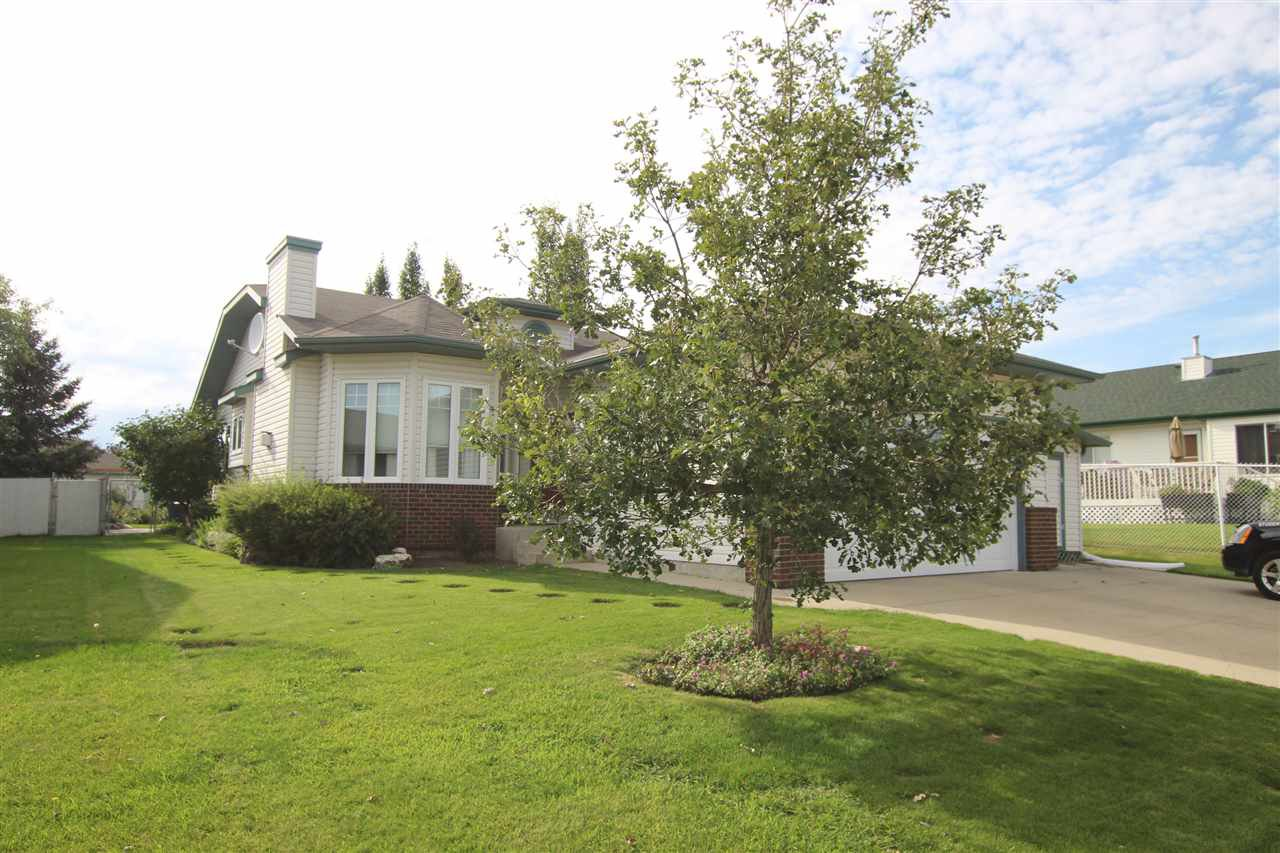 Main Photo: 3 HERITAGE Crescent: Stony Plain House for sale : MLS®# E4168635