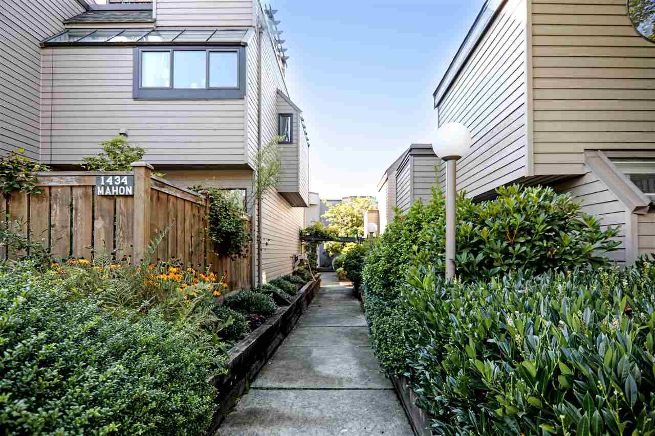 "Main Photo: 1 1434 MAHON Avenue in North Vancouver: Central Lonsdale Townhouse for sale in ""EXECUTIVE PLACE"" : MLS®# R2427398"