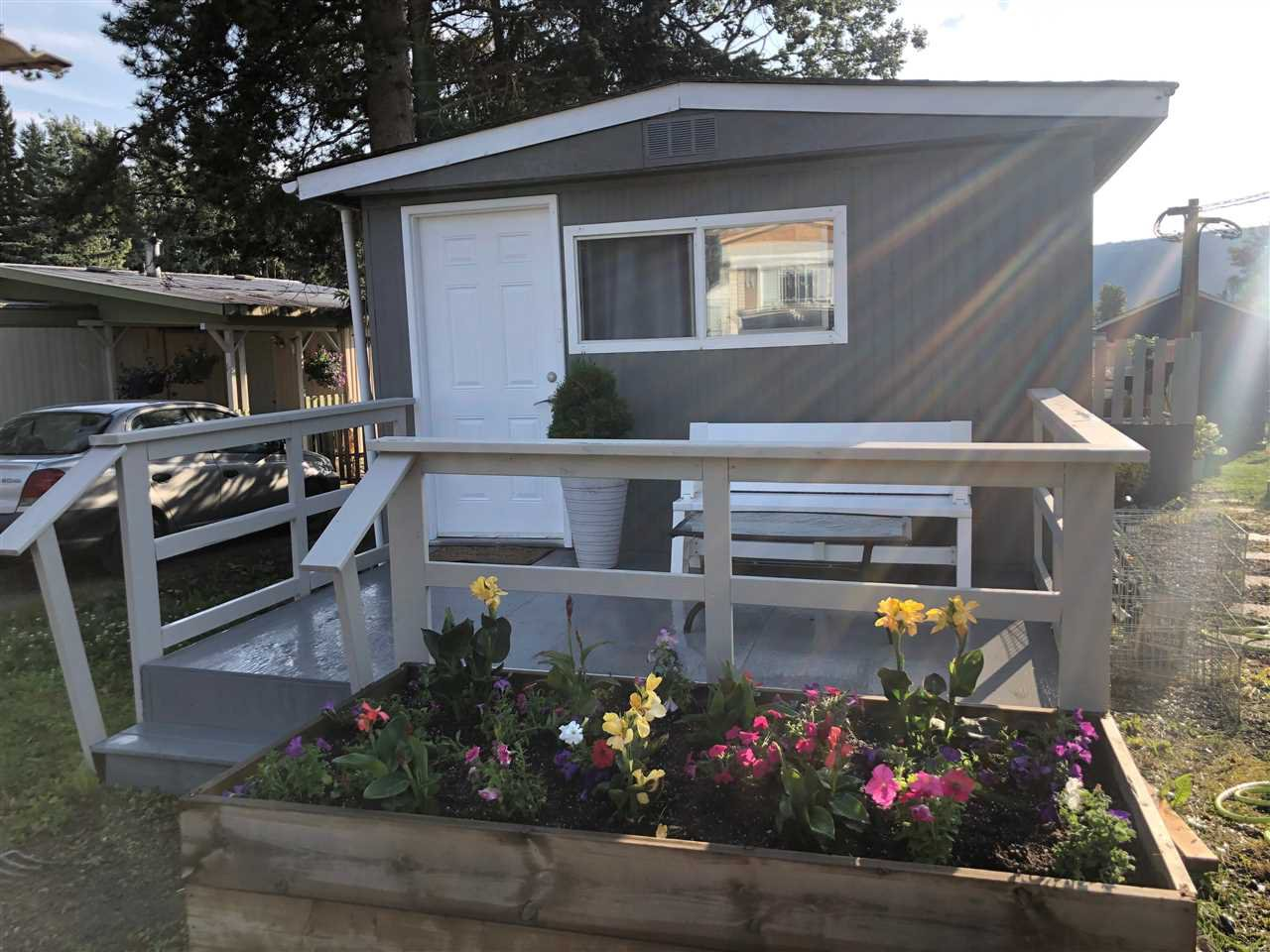"Main Photo: 16 95 LAIDLAW Road in Smithers: Smithers - Rural Manufactured Home for sale in ""MOUNTAIN VIEW MOBILE HOME PARK"" (Smithers And Area (Zone 54))  : MLS®# R2428480"