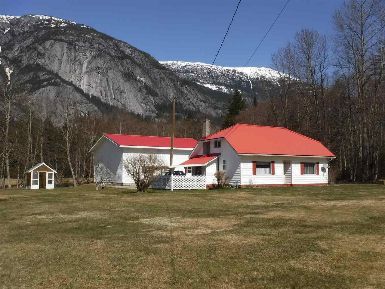 Main Photo: 1576 W MACKENZIE Highway in Bella Coola: Bella Coola/Hagensborg House for sale (Williams Lake (Zone 27))  : MLS®# R2450014