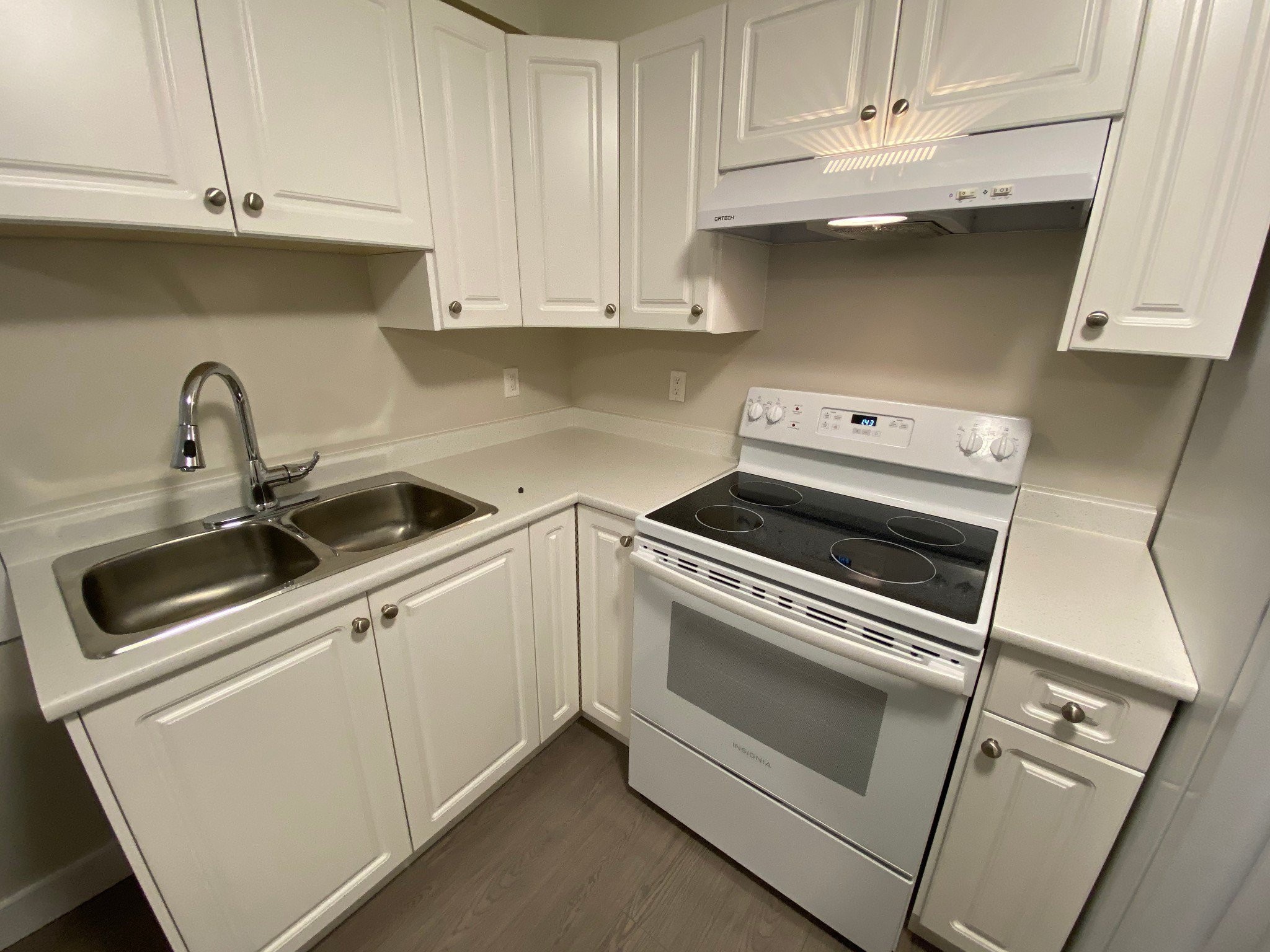 Main Photo: 7xx1 Williams Rd in Richmond: Broadmoor Multifamily for rent